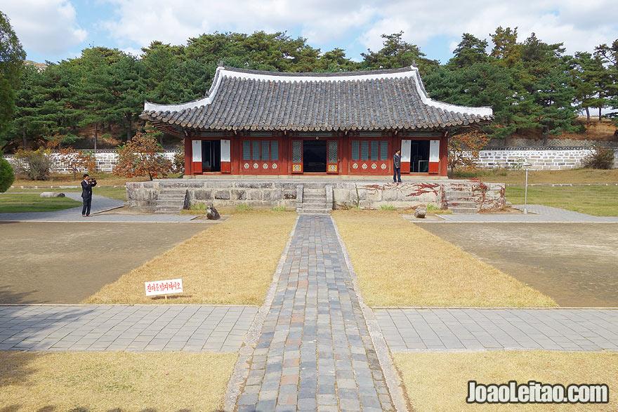 O complexo do templo de Songgyungwan em Kaesong