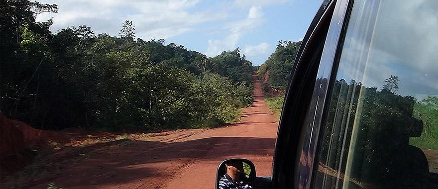 Território das Guianas – estrada épica BR 156 no Estado de Amapá – nordeste do Brasil