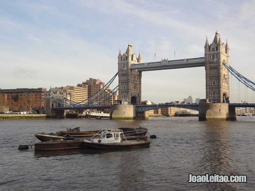 Tower Bridge é a ponte mais famosa da cidade de Londres