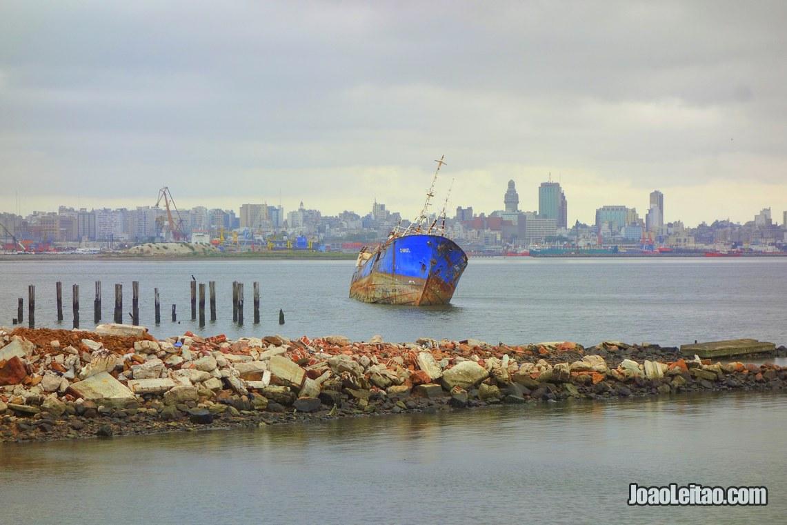 Barco antigo na baía de Montevideu, Visitar o Uruguai