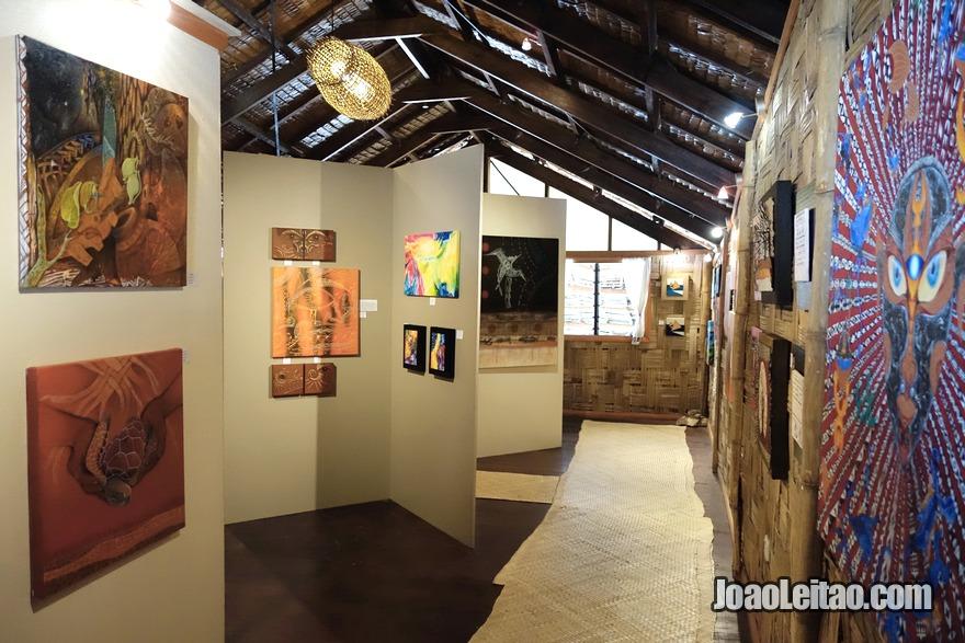 Visitar galerias de arte com obras de artistas fijianos