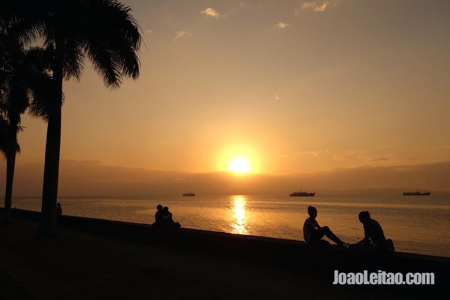 Aproveitar um pôr do Sol em Suva