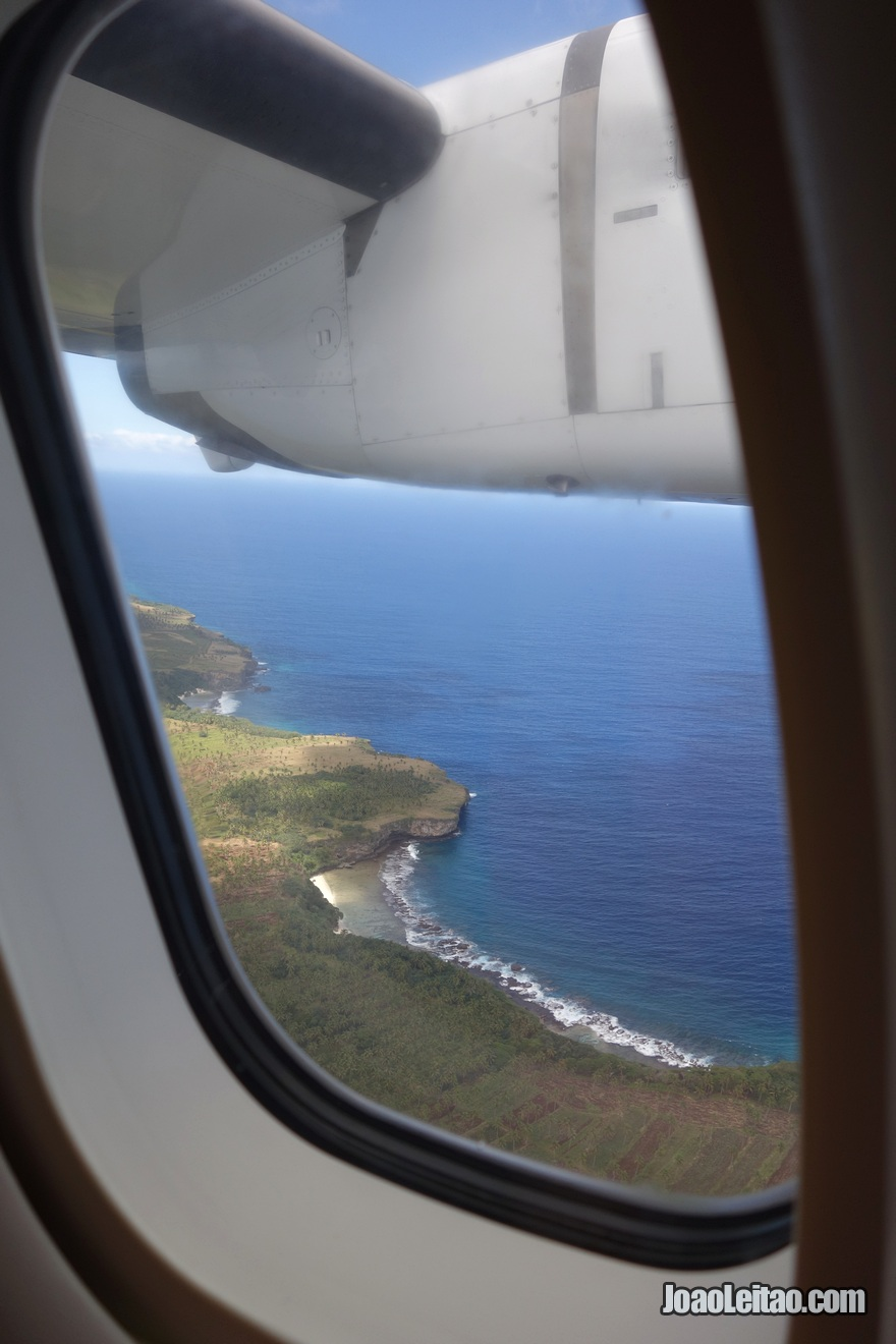 Vista da janela do avião na viagem Tonga até Fiji