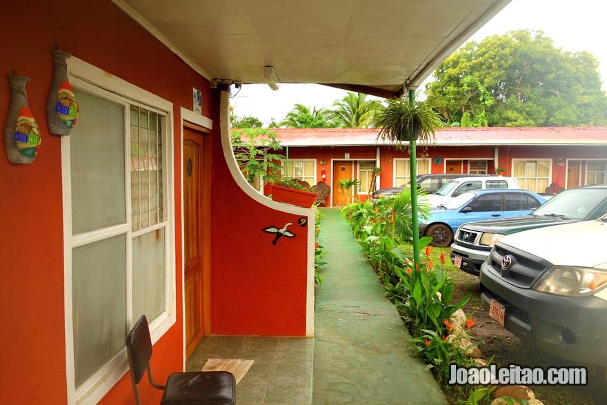 Exterior do Hotel y Cabinas Jabiru em Los Chiles