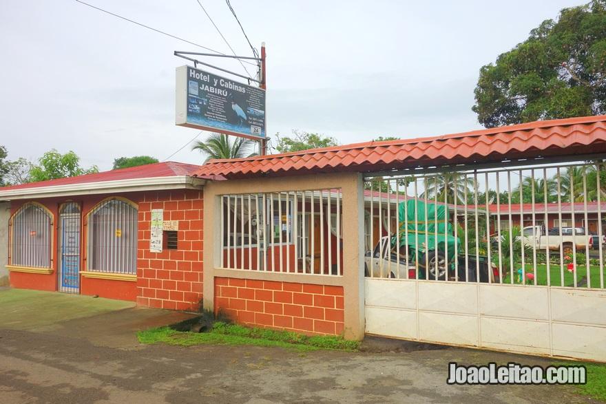 Entrada do Hotel y Cabinas Jabiru em Los Chiles