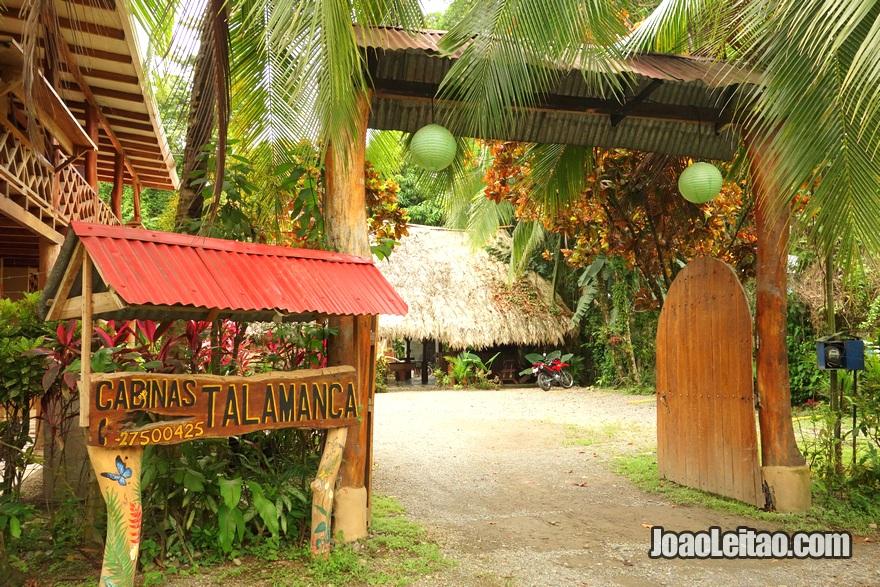 Entrada do Hotel Cabinas Talamanca em Puerto Viejo na Costa Rica