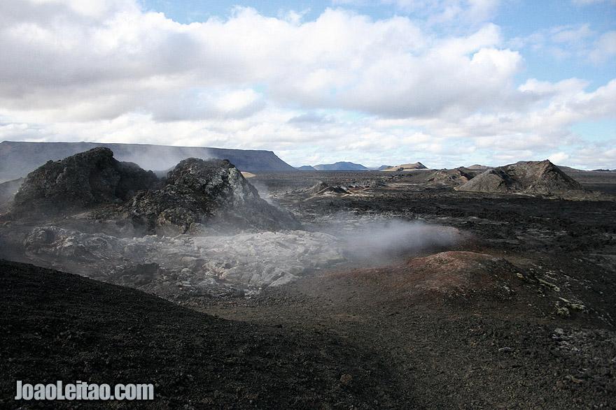 Ver os campos de lava do activo Krafla