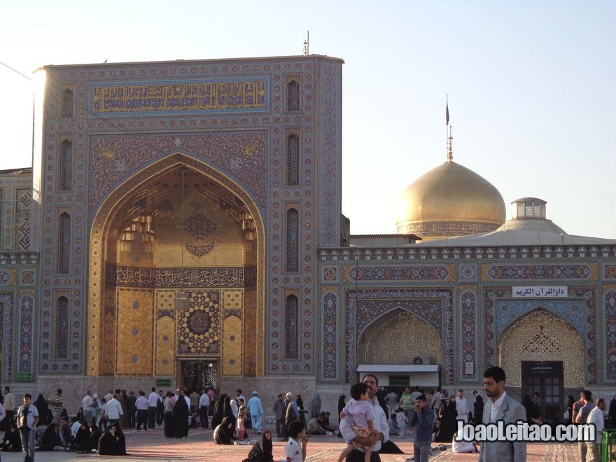 Fotografia do Mausoléu de Imam Reza em Mashhad