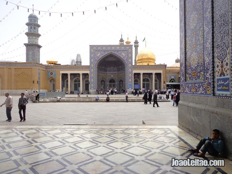 Santuário de Fatima Masumeh em Qom, Irão