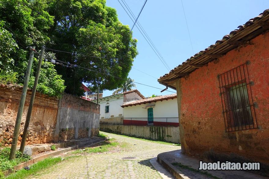 Ruas de estilo colonial em Suchitoto