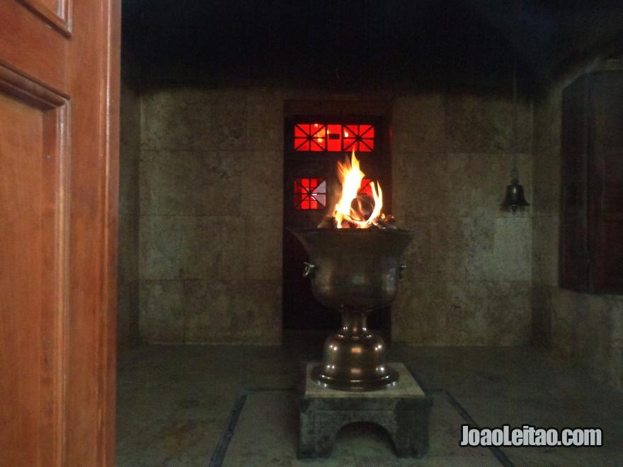 Templo do Fogo Ateshkadeh Zoroastra em Yazd no Irão