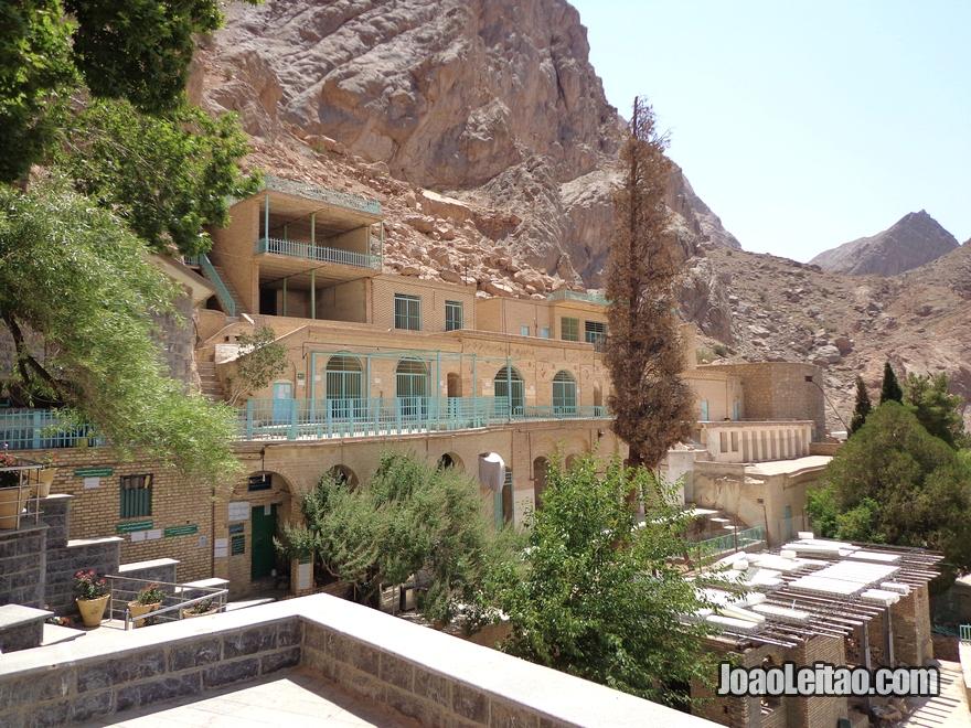 Templo do Fogo Zoroastra de Chak-Chak no Irão