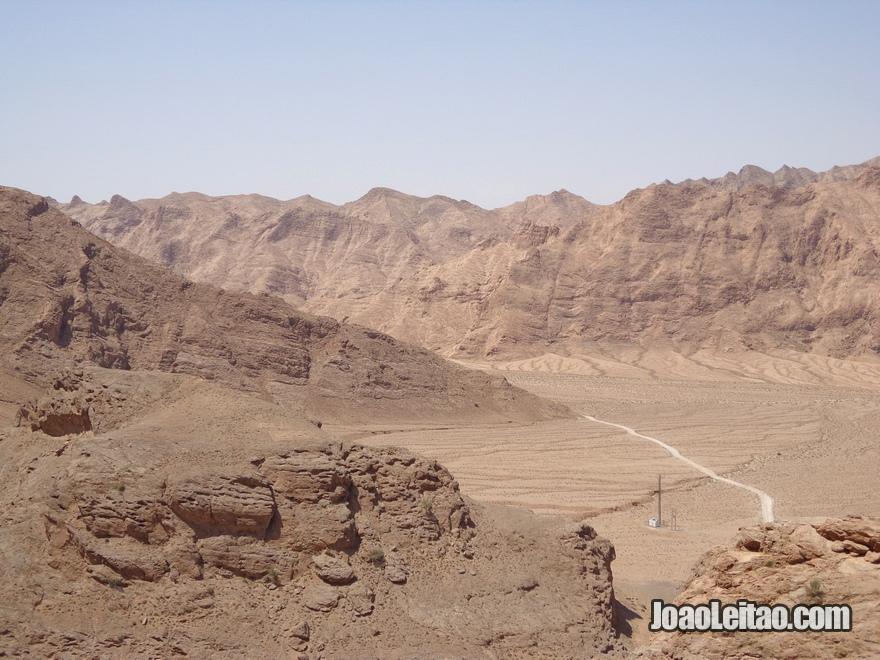 Vista do topo do Templo do Fogo Zoroastra de Chak-Chak no Irão