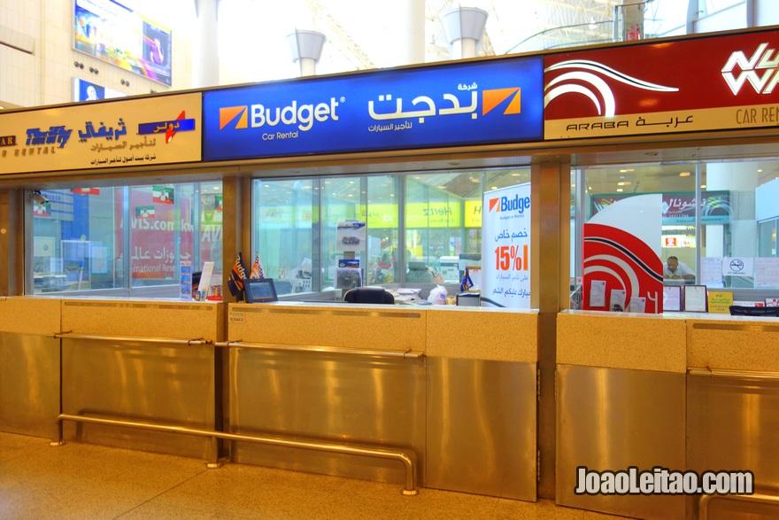 Escritório da Budget rent a car no Aeroporto Internacional do Kuwait