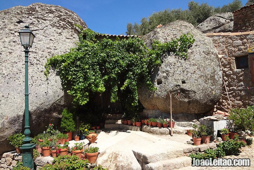 Casa de pedra construída em granito