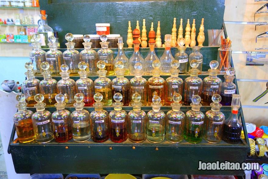 Vendedores de perfumes árabes em Tunes