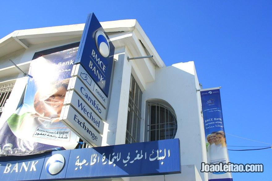 Foto de Banco e cambio no porto de Tanger