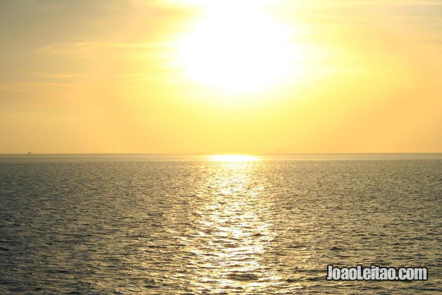 Foto do mar no Estreito de Gibraltar