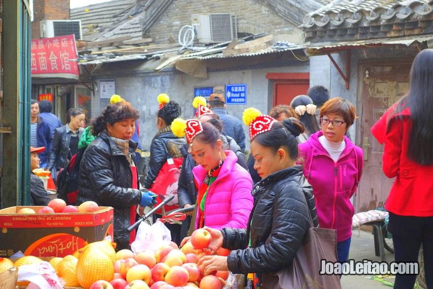 Foto de mercado de rua no hutong Dong Cheng