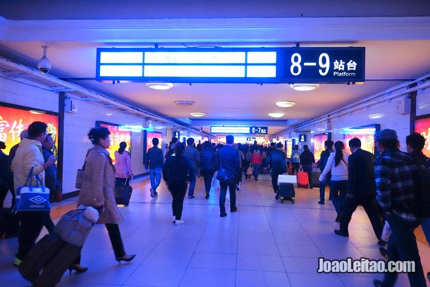 Passo 2 - escolher a linha em direcção à Estação Dongzhimen