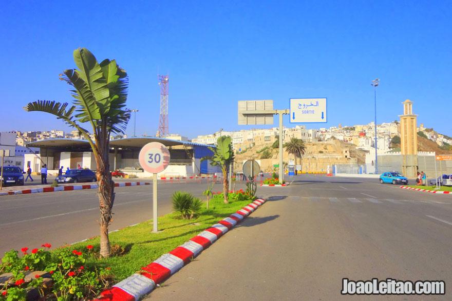 Saída do porto de Tânger em Marrocos