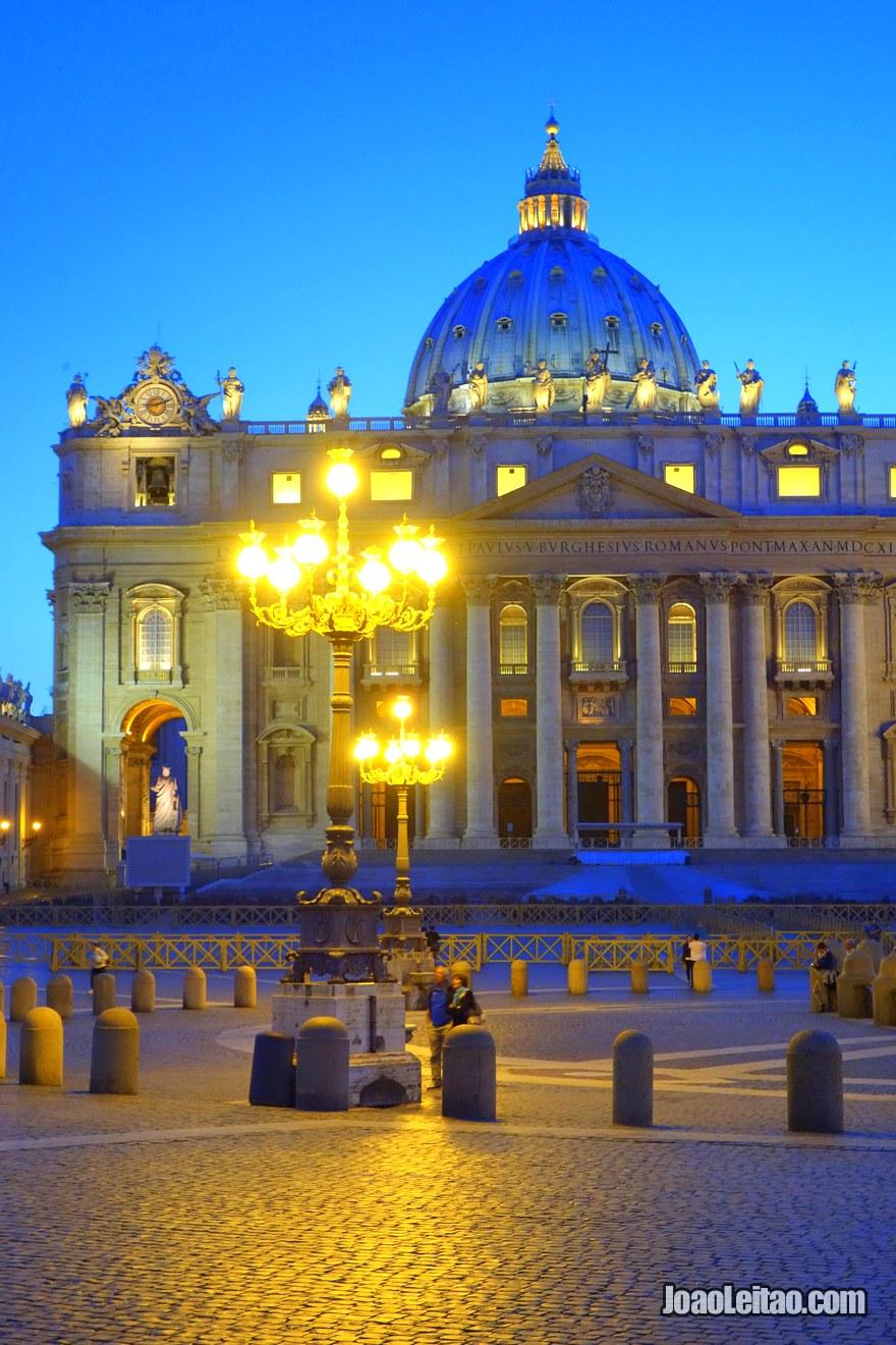 Basílica de São Pedro ao anoitecer