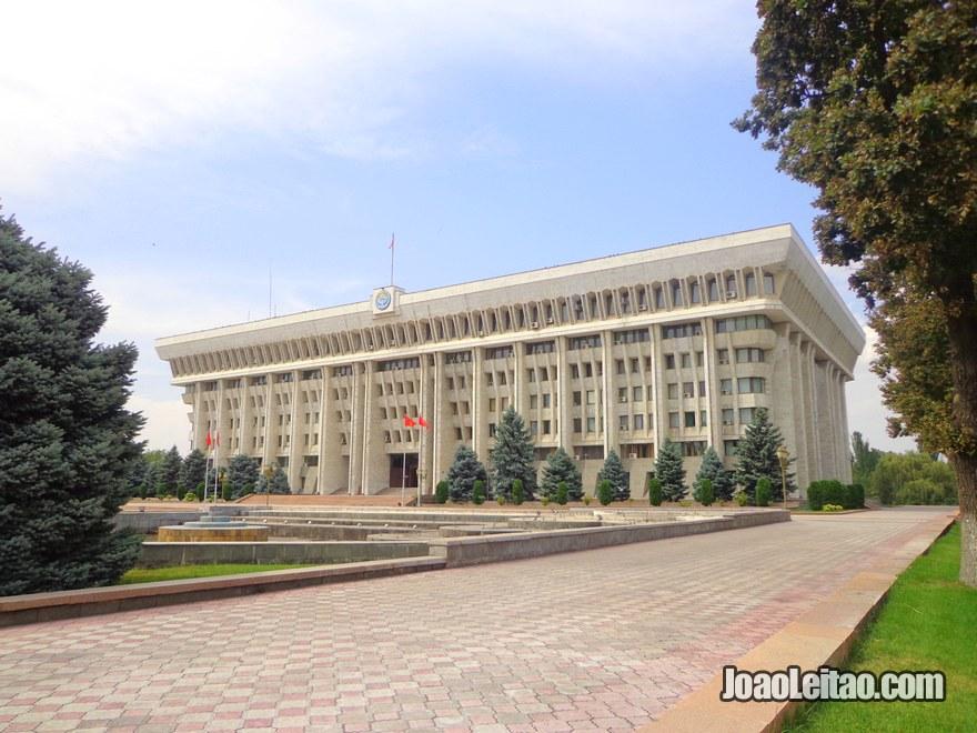 Edifício da Casa Branca, a morada oficial do presidente do Quirguistão