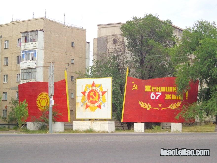 Painéis comemorativos e de propaganda da altura da União Soviética