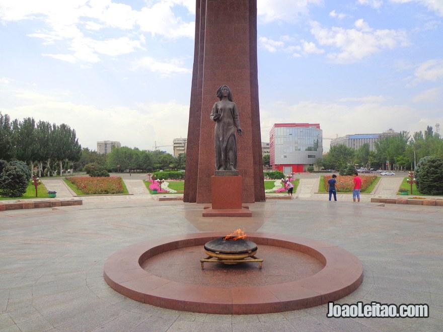 Monumento da Chama Eterna em Bishkek