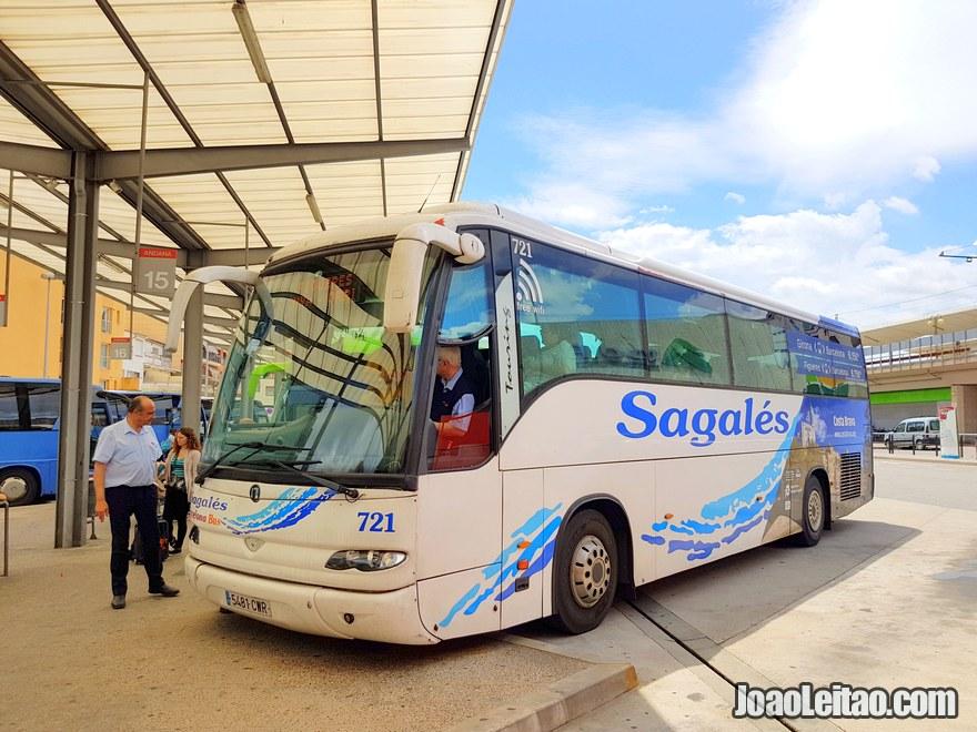 Autocarro da empresa Sagalés na Estação de Autocarros de Girona