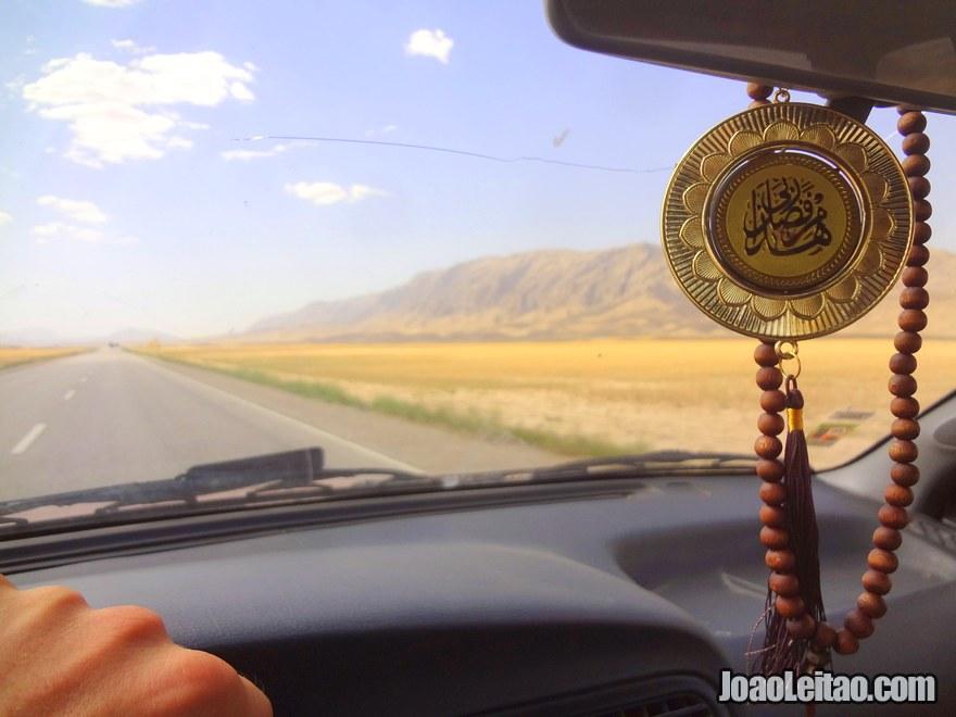 Viajar de carro no Afeganistão