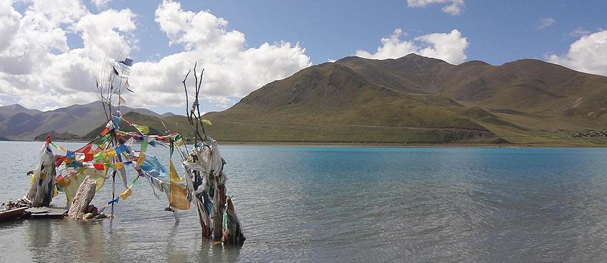 Lake Yamdrok in Tibet
