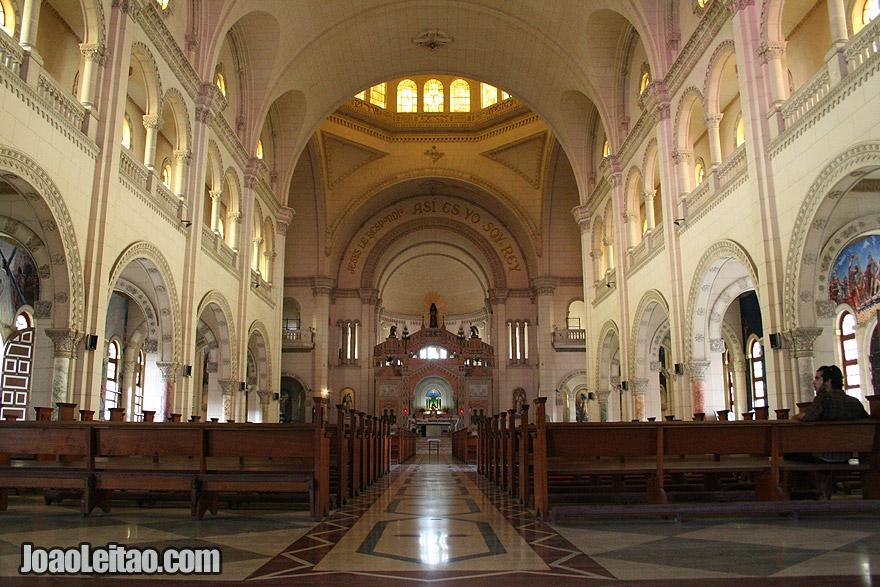 Dentro da Catedral de Havana