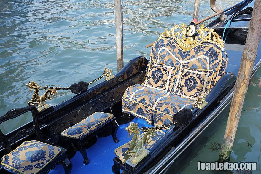 Gondola decorated with Venetian exquisite motives