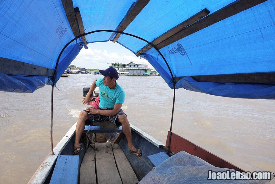 Barco de Santa Rosa no Peru para Tabatinga no Brasil