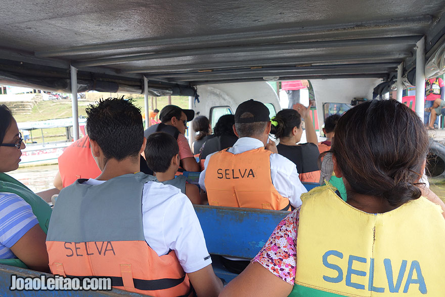 Barco Benjamin Constant até Tabatinga no Brasil