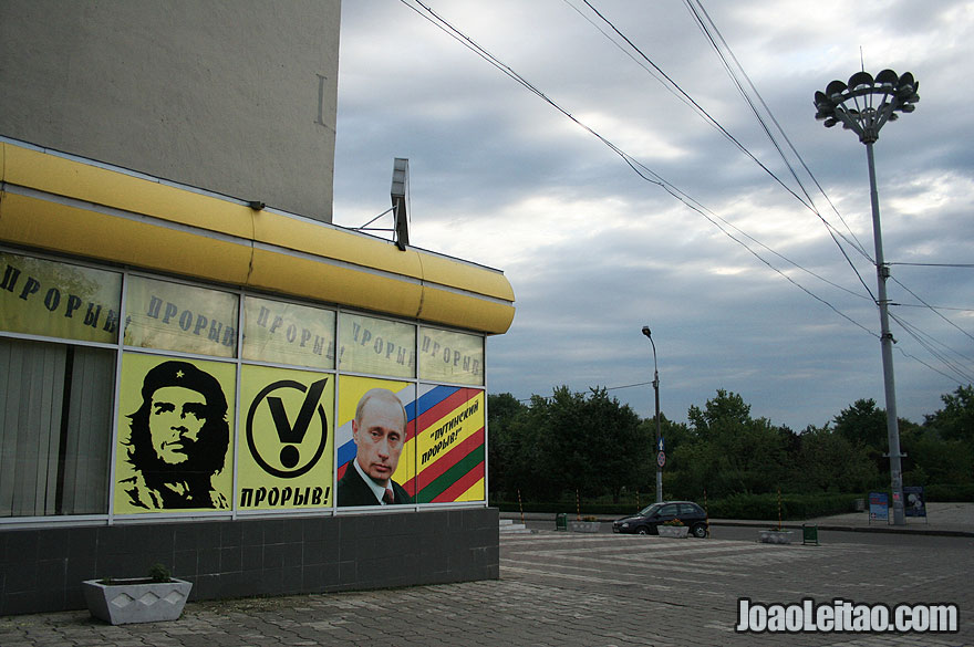 Che Guevara and Putin in Tiraspol