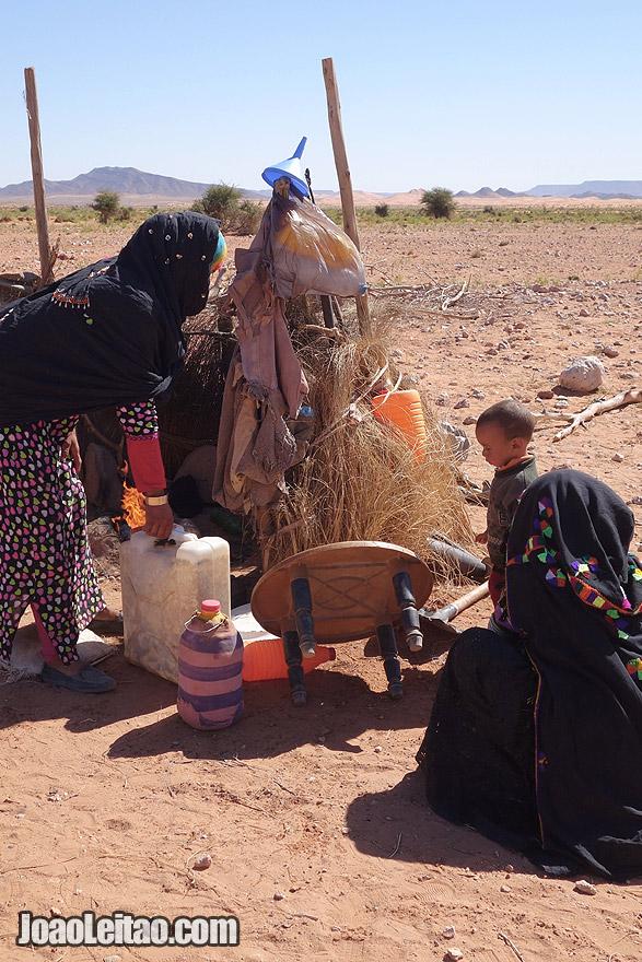 Mulheres nómadas no Deserto do Saara, Marrocos