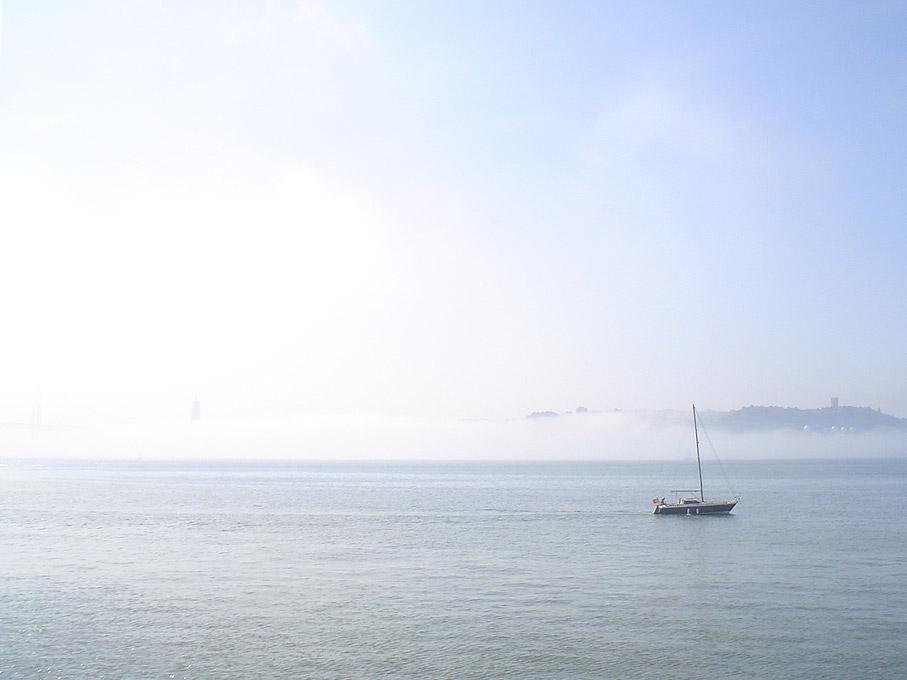 Fotografia Barco à vela no Rio Tejo, Belém Lisboa