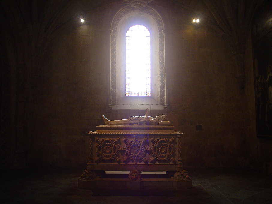 Fotografia Túmulo de Luís de Camões no Mosteiro dos Jerónimos, Belém Lisboa