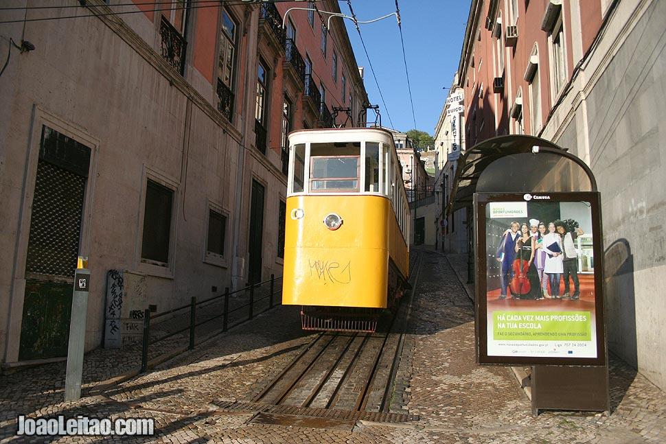 Fotografia Elevador da Glória que liga Restauradores ao Bairro Alto, Lisboa.
