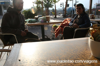 Pequeno-almoço na cidade de Eilat no Sul de Israel
