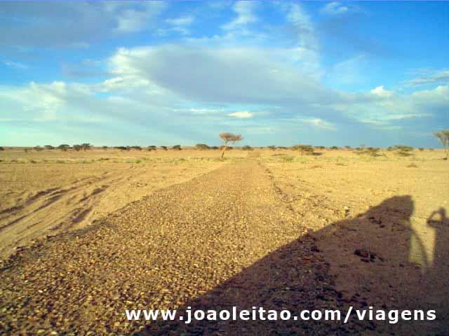 Estrada para o muro, 36km com alcatrao destruido, Mauritânia