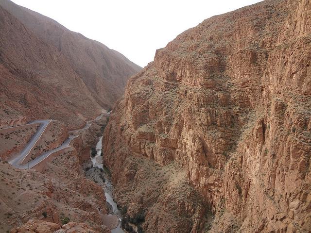 Estrada de Tissadrine no Vale do Dades sul de Marrocos