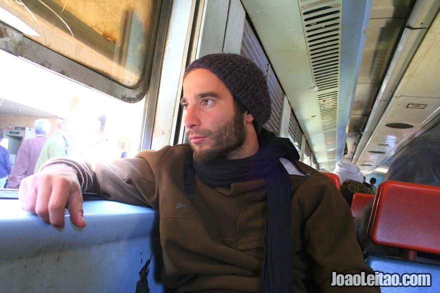 Este sou eu, dentro do comboio à espera de chegar a Luxor