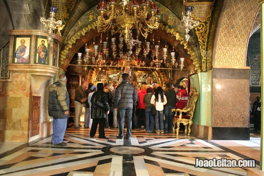 O Altar da Crucificação, onde Jesus teria sido crucificado.