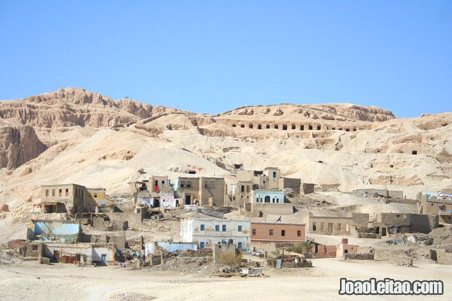 Foto da aldeia de Deir el-Bahri em Luxor