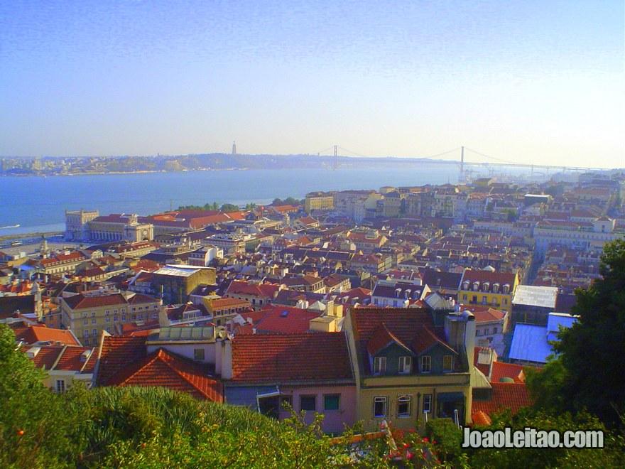 Foto da vista panorâmica da Baixa Pombalina desde o Castelo de São Jorge