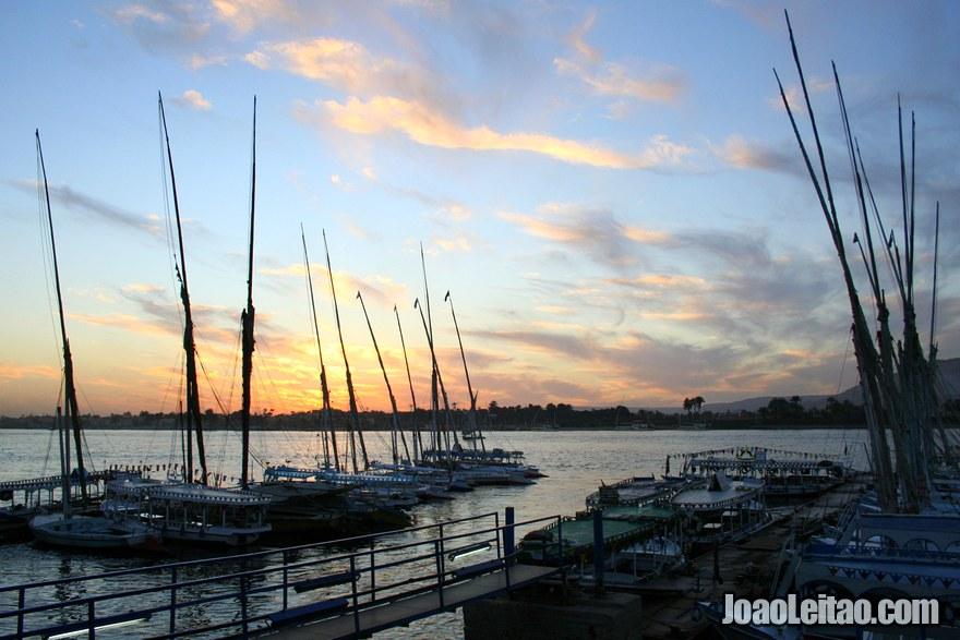 Pôr do Sol na marina de Luxor
