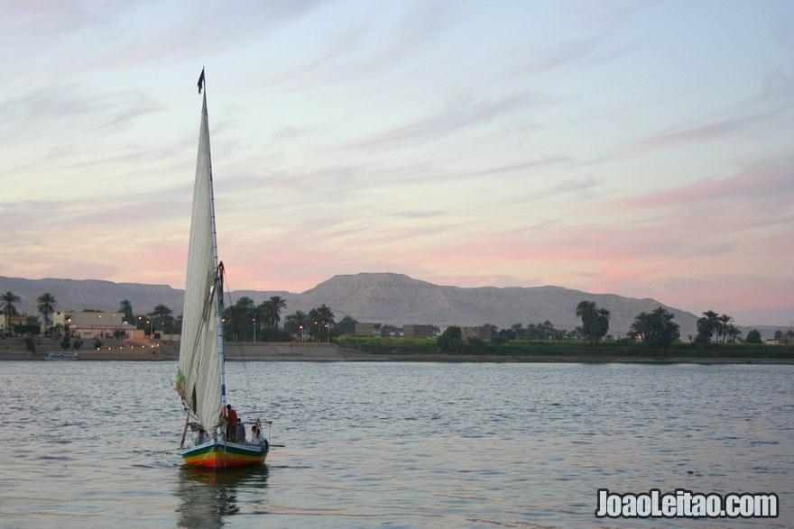 Barco felucca no Rio Nilo em Luxor